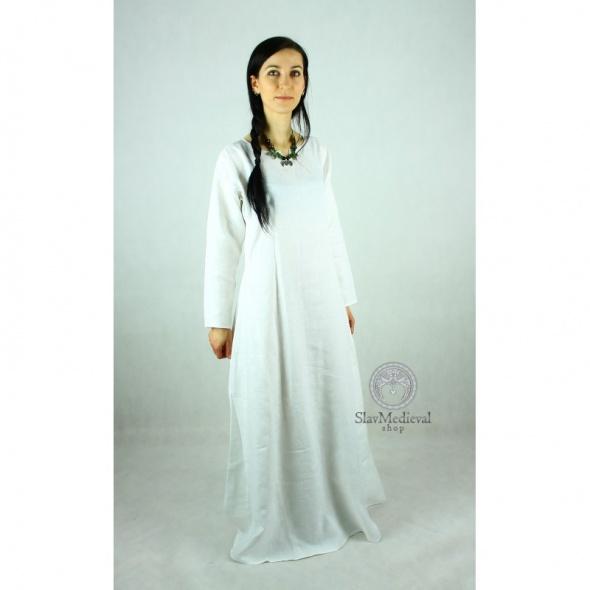 Suknia stylizowana na średniowieczne giezło...