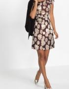 sukienka w granatowym kolorze z wzorem
