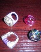 kolorowe pierścionki