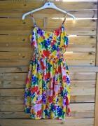piękna letnia zwiewna sukienka w kwiaty wycięcia na bokach