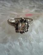stary srebrny pierścionek śnieżynka