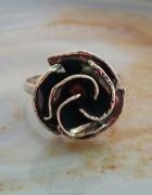 stary srebrny pierścionek duża róża