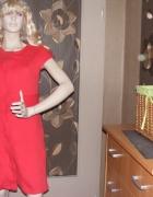 Śliczna czerwona sukienka z długim zamkiem