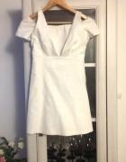 Biała sukienka odkryte ramiona Zara