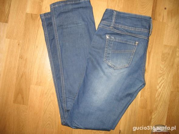 Niebieskie dżinsy 32 proste nogawki