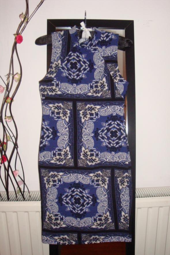 Gina Tricot obcisła sukienka ornament piękna r M...