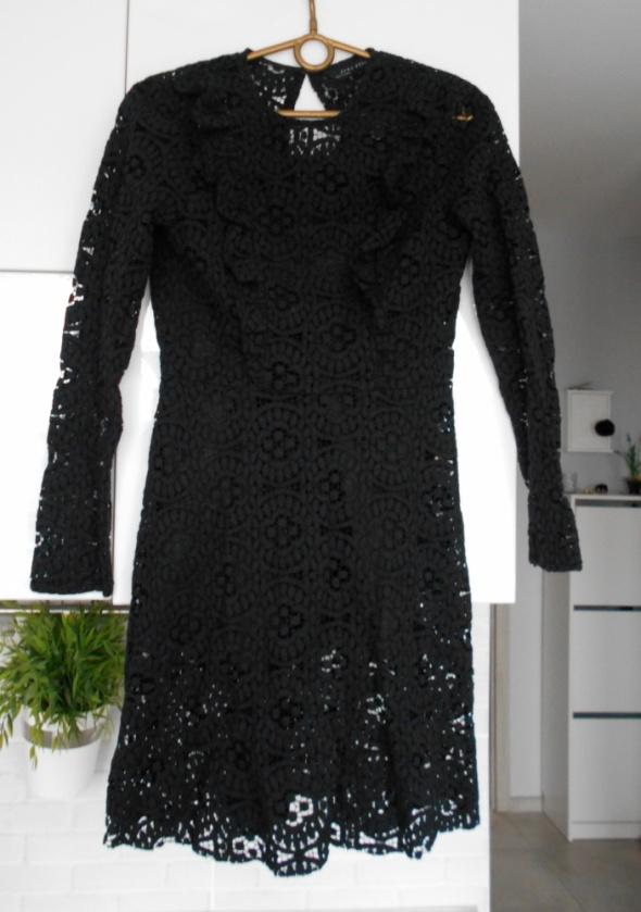Zara czarna koronkowa sukienka rozkloszowana w Suknie i
