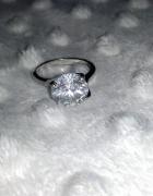 Śliczny pierścionek z cyrkonią NEXT r 11 nowy
