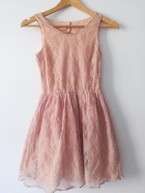 Różowa koronkowa sukienka New look