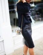 Czarna asymetryczna ołówkowa spódnica pikowana