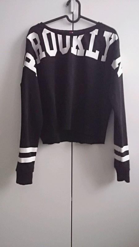 Czarna bluza z białym napisem HM M w Bluzy Szafa.pl
