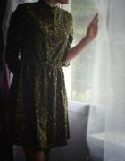 Zielona sukienka w kwiatki sztruks