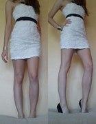 Tally Weijl bandażowa biała sukienka tłoczone róże