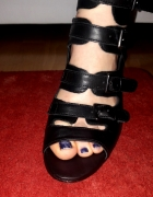 Skórzane sandałki na koturnie