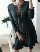 Sukienka rozkloszowana falbanka wiązany dekolt łańcuszek L