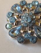Piękna w kolorze srebra z błękitnymi cyrkoniami