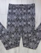 Czarne wzorzyste eleganckie spodnie cygaretki rurki Atmosphere ...