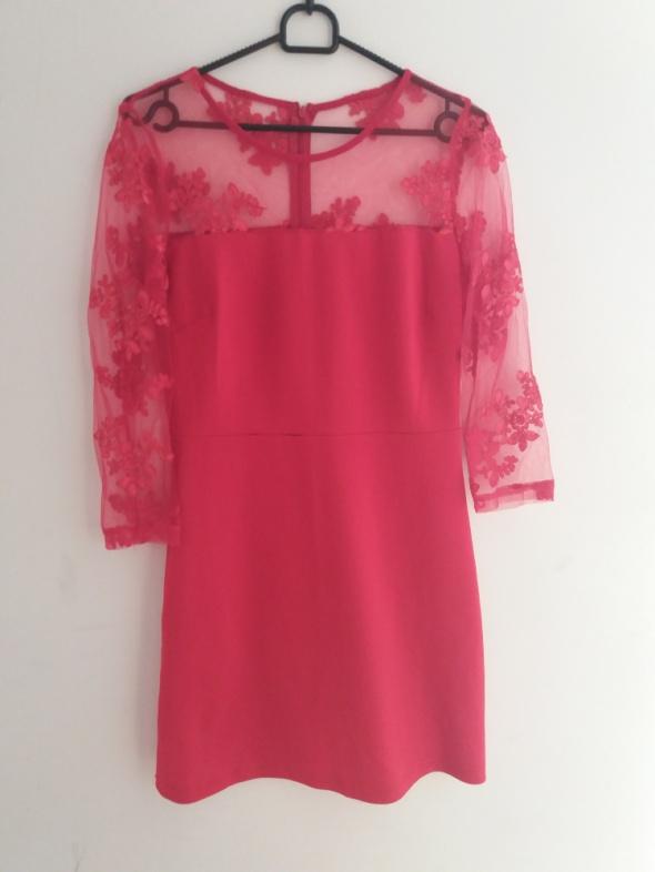 Czerwona sukienka gipiura