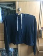 Czarna bluza z kapturem H&M...