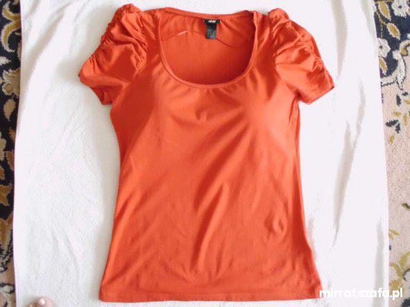 Śliczna czerwona bluzeczka