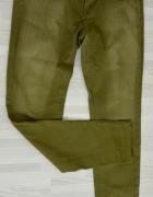 Oliwkowe spodnie rurki