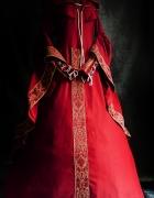 Czerwono złota suknia dworska...
