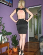 Sexy sukienka bez pleców