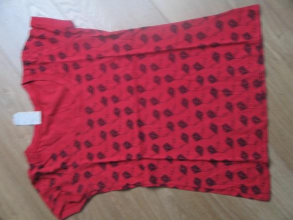Czerwona bluzka w latawce...