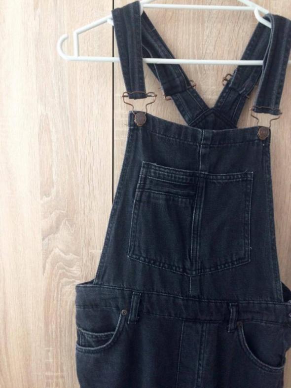 czarne jeansowe długie ogrodniczki...