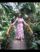 Cyganeria w tropikalnym ogrodzie