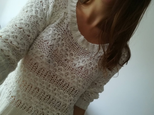 Kremowy sweter na lato...