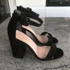 Czarne sandały na słupku NEW LOOK
