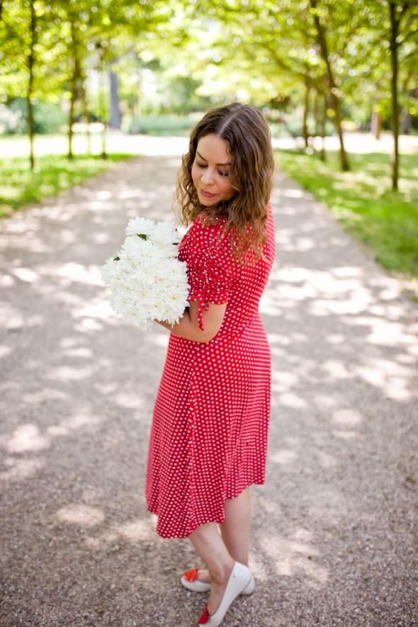 Blogerek czerwona sukienka w groszki