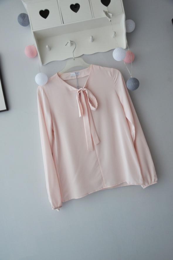 Bluzki Pudrowy róż bluzka z kokardą elegancka koszula mgiełka