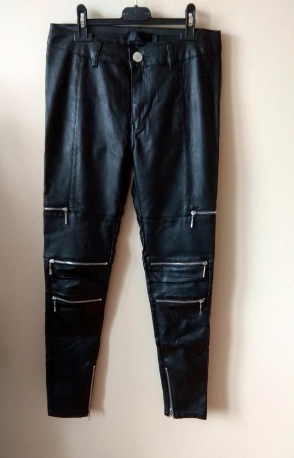 Spodnie czarne spodnie z eco skóry z zameczkami r S 36