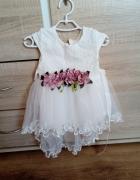 sukienka biała tiul dłuższy tył chrzest