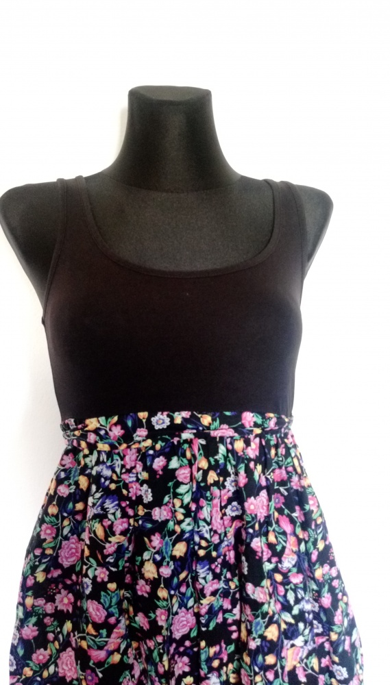 zwiewna sukienka na lato w kwiaty...