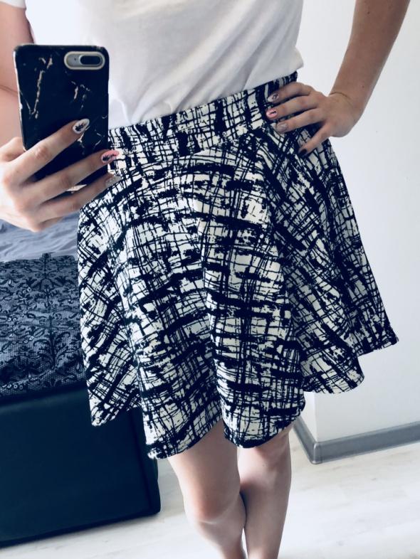 Spódnice rozkloszowana spódniczka L