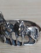 srebrny pierścionek z wilkami srebro próby 925