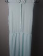 Błękitna sukienka z kołnierzem