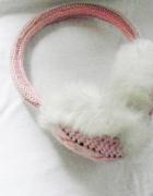nauszniki pudrowy róż sweterkowe biały puch