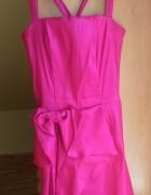 różowa sukienka na wesele mini dopasowana