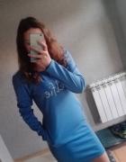 Niebieska sukienka dresowa Selfie kieszenie TANIO