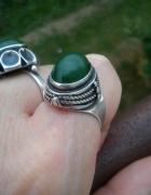 Stary srebrny pierścionek z nefrytem