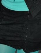czarna spódnica z wiązaniami