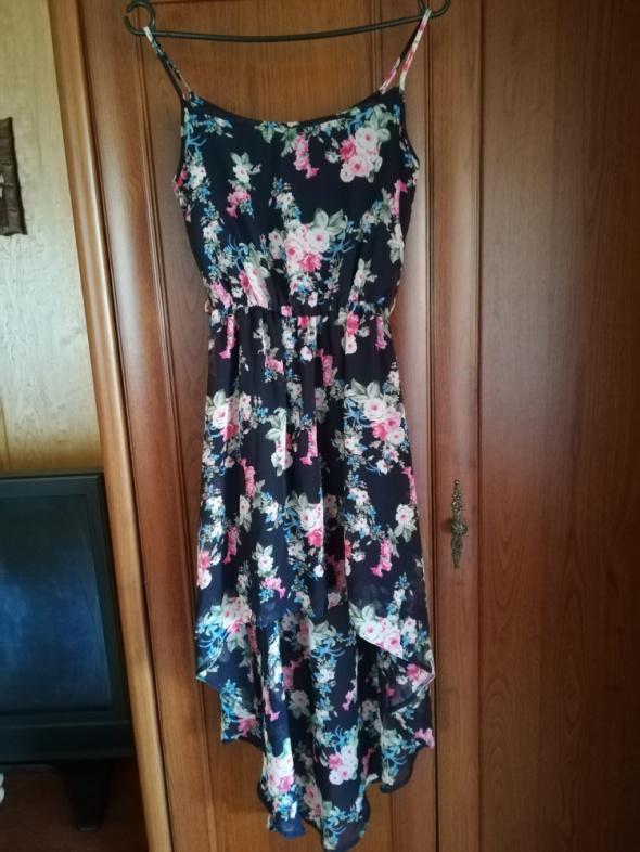 Suknie i sukienki Kwiecista sukienka NEW LOOK długi tył rozm XS