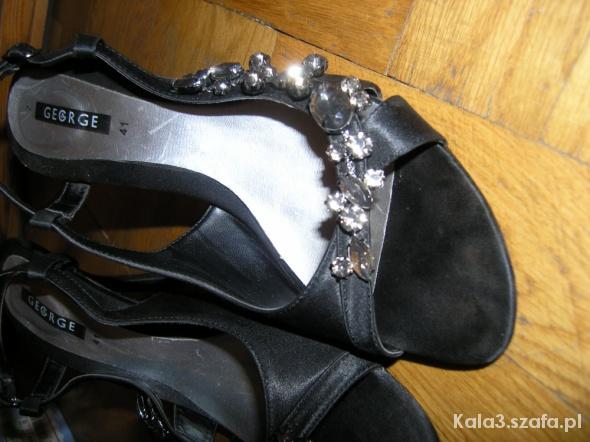 Sandałki z kamieniami...