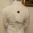 Deni Cler biały ślubny płaszcz trencz