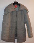 Krótki płaszcz beżowy pikowany...