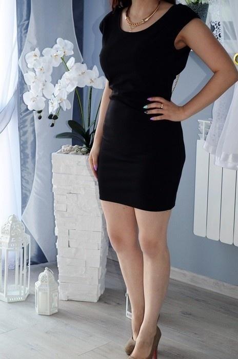 Czarna sukienka S ze złotymi łańcuszkami